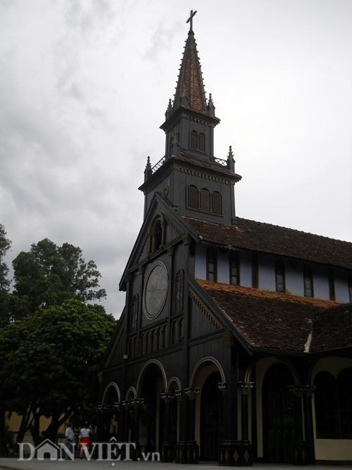 nhà thờ gỗ kon tum 1