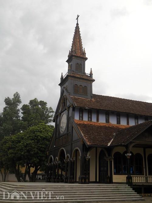 nhà thờ gỗ kon tum 2