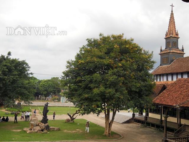 nhà thờ gỗ kon tum 6