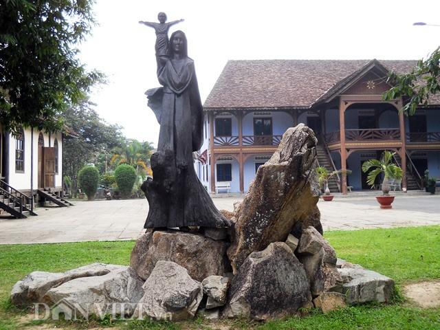 nhà thờ gỗ kon tum 7