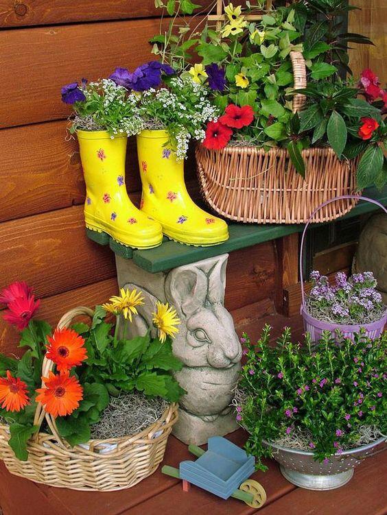 trồng hoa trong ủng